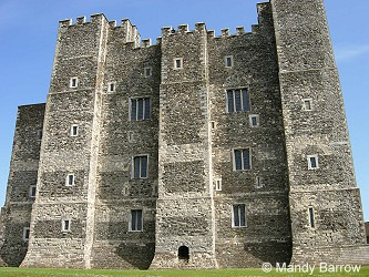 square keep castles Keep, the strongest, highest point of the castle curtain wall   what are the pros and cons of a stone / square keep castle.