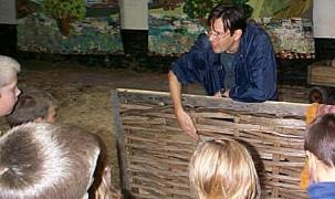 ... chief www bbc co uk schools vikings viking house bbc time tunnel game